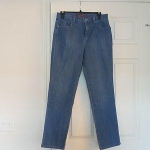 Gloria Vanderbilt Amanda size 8 jeans
